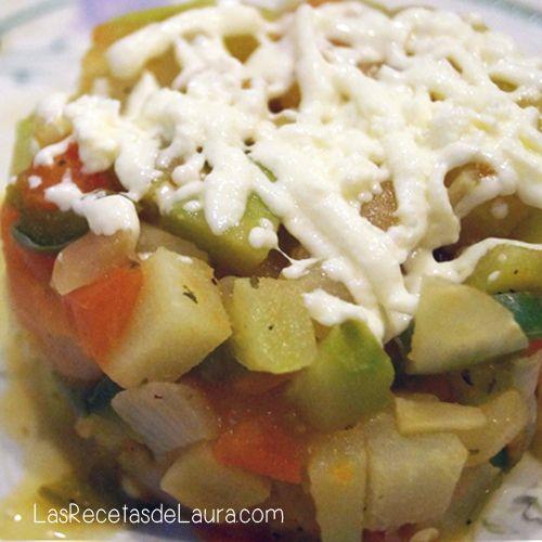 Receta fácil y rápida de chayote a la mexicana, con chile, tomate y cebolla, sin nada de grasa, bajo en calorías ideal para dietas.
