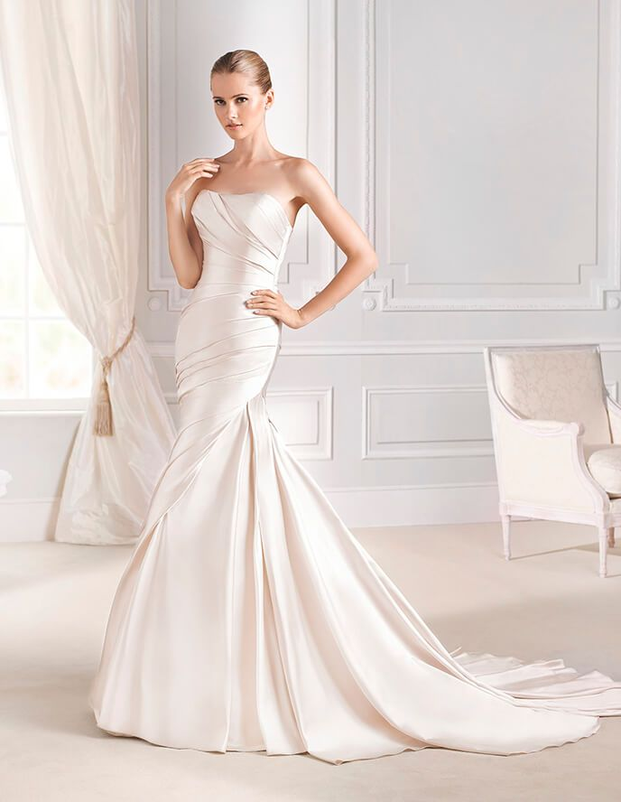 Stunning mermaid strapless ruched satin champagne colored wedding dress line strapless champagne colored satin wedding dress lace jacket