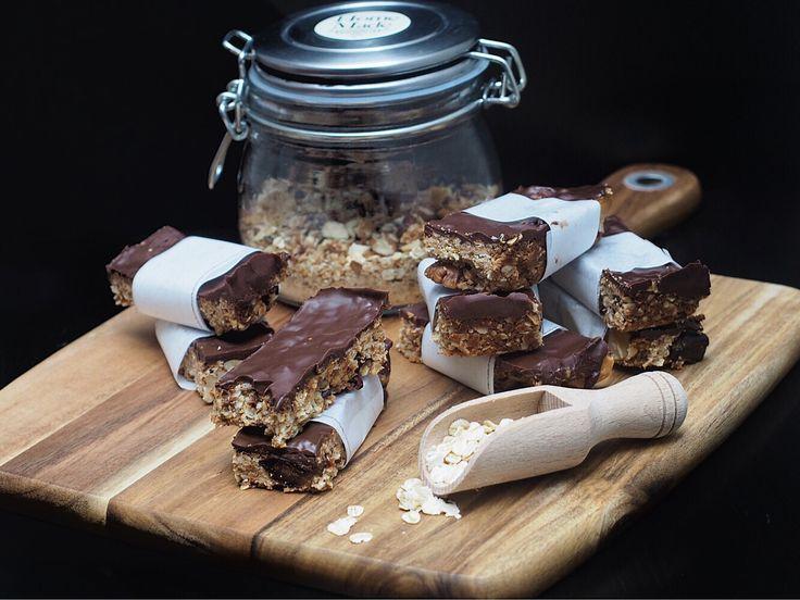 Ces barres de céréales énergétiques aux dattes Medjoul, noix et cacao cru sont parfaites pour un petit encas sain et gourmand !