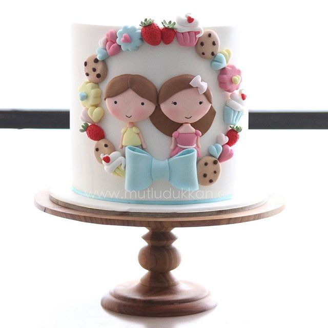 An amazing cake inspired by a model of the talented cake designer @thatbakinggirl ❤️