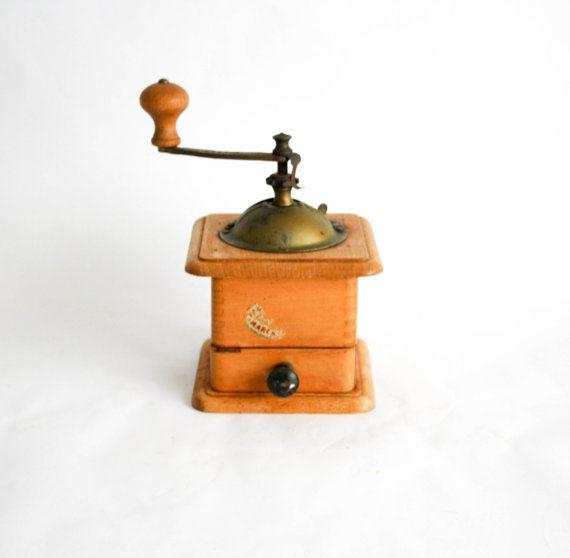 Vintage Italian Tre Spade Hand-Crank Coffee Grinder di DoubleRandC