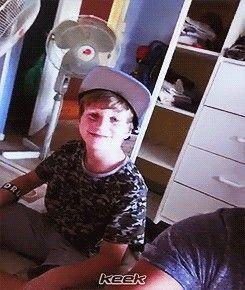 Dawww Harry. Hes so cute
