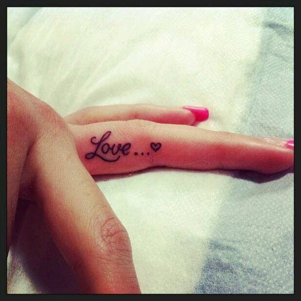 "Finger tattoo ""Love"""