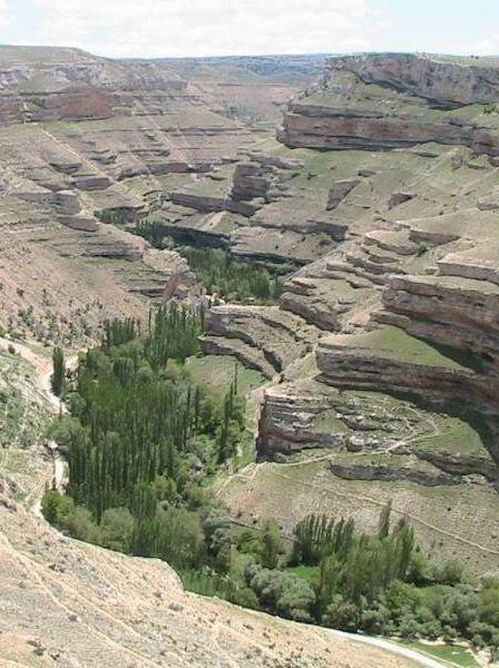 Gödet köyü ve kanyonu/Karaman/// Karaman Merkez Güldere Köyü sınırları içerisinde yer alan Gödet Saklı Cennet ve Kaya Kilise Mağaraları doğal güzellikleri ve tarihi kalıntıları ile doğa severlerin uğrak mekanlarından birisidir.