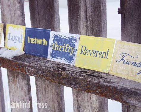 Printable Blue and Gold Scout Law name cards, perfect for Blue and Gold Banquet centerpieces, the application for these are endless! Boy Scout Court of Honor, Cub Scout Arrow of Light Award, etc.