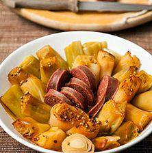 Η αγαπημένη μου χειμωνιάτικη συνταγή την οποία φτιάχνω σε πάρα πολλές παραλλαγές. Με ή χωρίς σουτζούκι, με ελάχιστο λαρδί, ή χοντροκομμένο μπέϊκον. Όπως και να το φτιάξετε, να θυμάστε ότι είναι ένα μοναδικής νοστιμιάς φαγητό