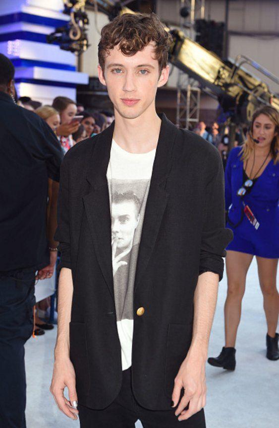 Troye Sivan at the VMAs