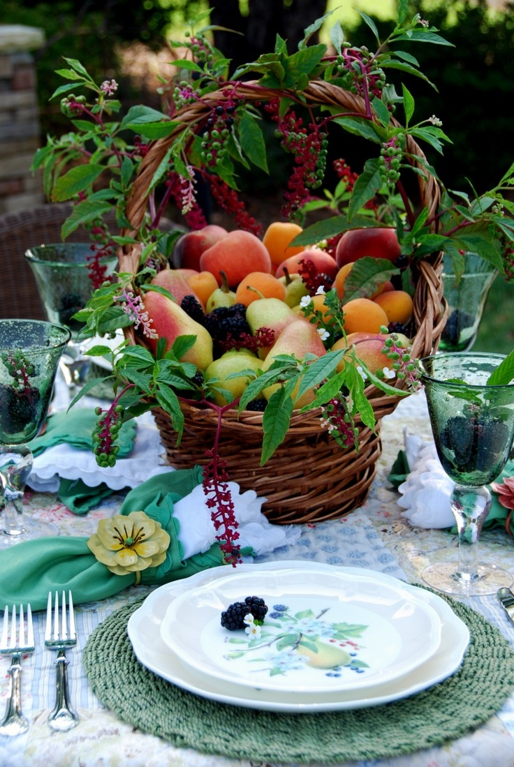 Lovely fruit basketSummer Centerpieces, Tables Sets, Summer Fruit, Fruit Baskets, Fall Tables, Fruit Centerpieces, Floral Arrangements, Tables Decor, Fresh Fruit