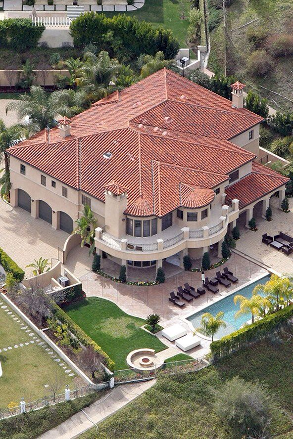 789 best images about famous rich homes on pinterest for Beautiful rich houses