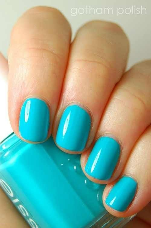 turquoise nails perfect for bridesmaids