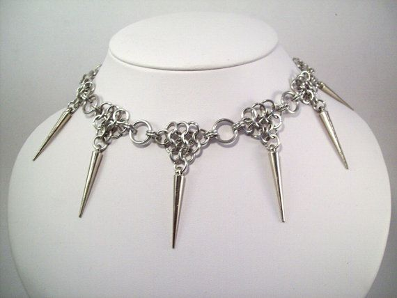 spike necklace: Costume
