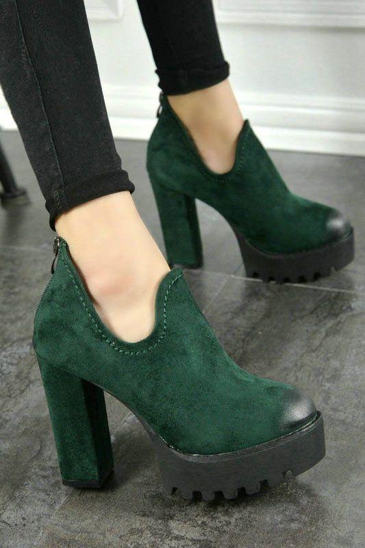 cc3435b9dc695 Low boots plateforme vert foncé à talon bottier   Mode. Talons ...