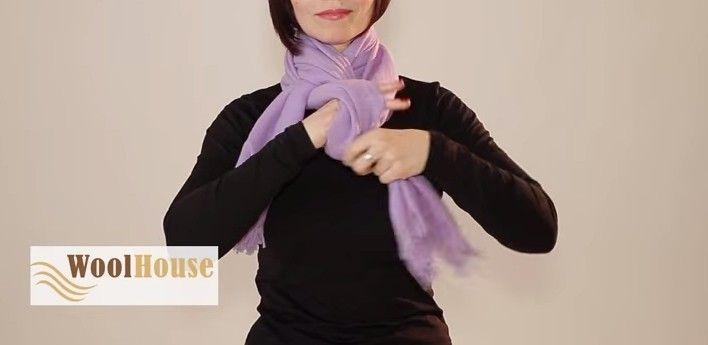 Il tutorial ci mostra svariati modi per annodare una sciarpa. Con le delle semplici mosse si può trasformare la propria sciarpa in un originale accessorio.  Fonte Video: https://www.youtube.com/watch?v=w4E4RnJBtro