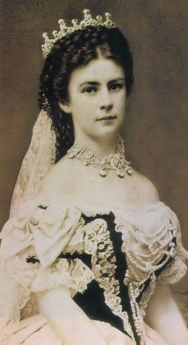 Photograph of Empress Elisabeth of Austria (1837–1898), the day of her coronation as Queen of Hungary.  Erzsebet_kiralyne_photo_1867.jpg 656×1,200 pixels