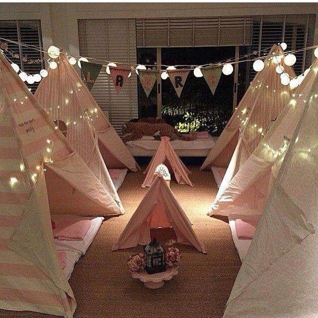 """""""Inspiração super legal da @blogcolherdechanoivas! Festa do Pijama! O Cordão de Luz Bolas de Cotton tem aqui na @shopfesta de várias cores✨✨✨"""""""