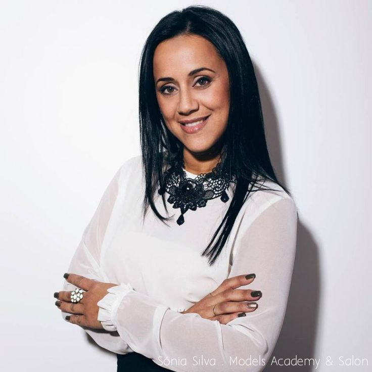 Sónia Silva trabalha como hairstylist desde 1998, em 2008 integrou-se na equipa de ID Artist L'Oreal Profissionel. Participa em várias semanas da moda como Portugal Fashion, Paris Fashion Week, Milano Fashion Week, entre outras.