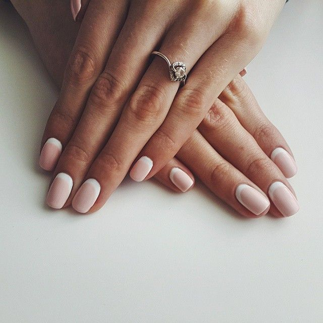 Such beautiful reverse French manicure in white and light pink.