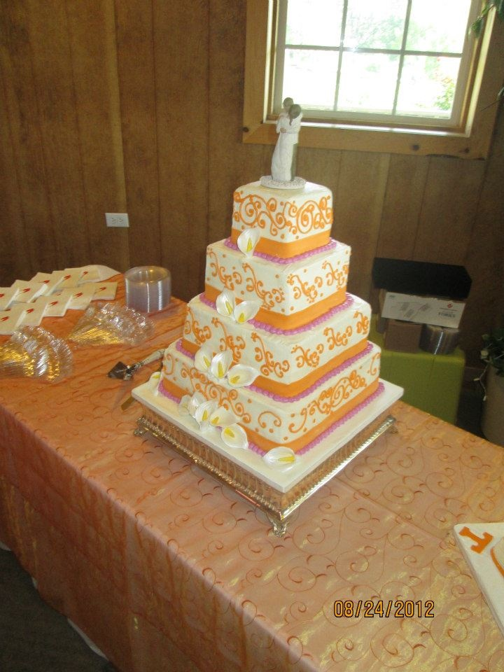 UT Vols inspired wedding cake at Twin Cedar Farms