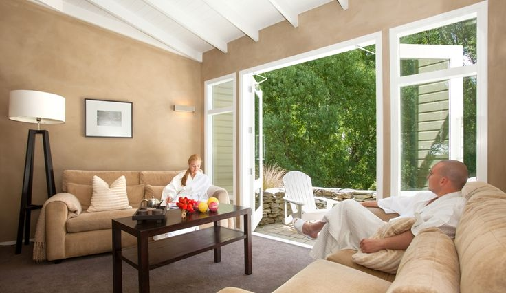 From the inviting welcome area to the quiet and spacious treatment rooms, post treatment relaxation rooms and superb outdoor relaxation areas.