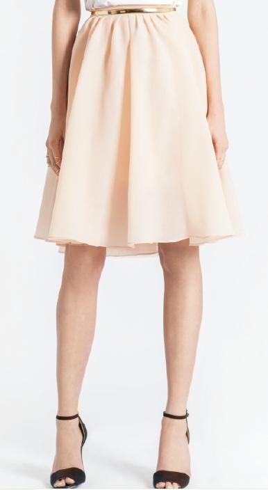 *Must Have* Las FALDAS MIDI son tendencia! Nuestro modelo rosa traído de París ha sido un éxito, nos encanta combinada con blusa blanca! AQUÍ > http://www.colettemoda.com/producto/falda-midi-rosa/
