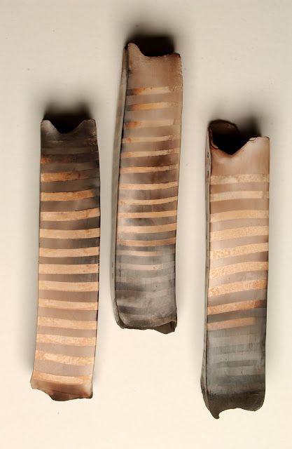 Les cocons lignés Terre polie enfumée 40x9x9cm Séries présentées entre 2002 et 2006