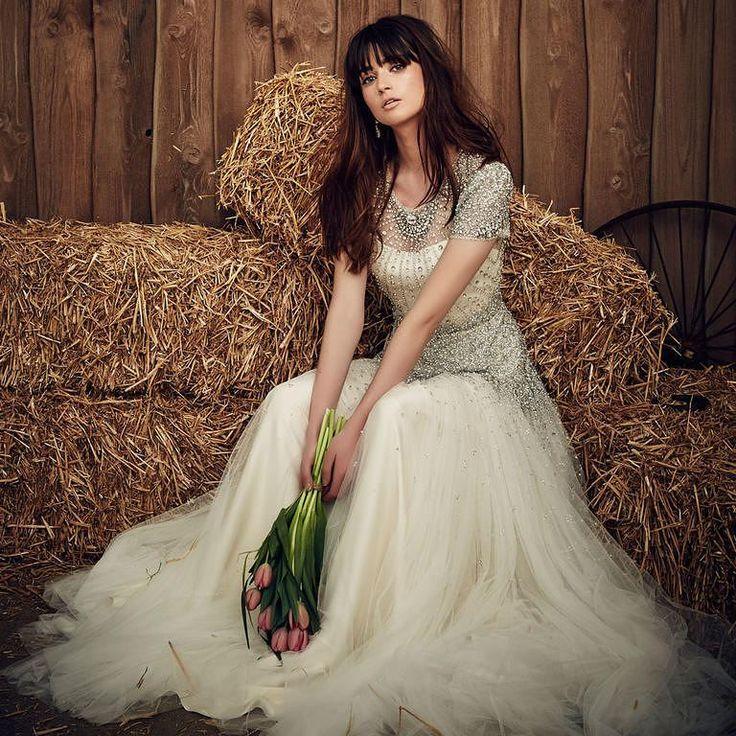 Tulips #repost @paperswanbride  #weddingday #dreamdress #amazingdress #awesome #girls #love #happy #fashion #pretty #weddinglook #weddingdress #weddingseason #weddingday #weddingstyle #bestphotographers #bestphotos #bestphoto #amazing #amazingdestinations #beautiful #photo #photography #photooftheday #picoftheday #photosession #wedgo #wedgonet #beauty #bride