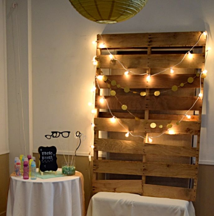 Oh Baby bay shower, baby shower photo booth, baby shower photo backdrop, lights glitter circle garland backdrop, pallet backdrop, rustic backdrop, neutral backdrop, DIY pallet backdrop, baby shower activities