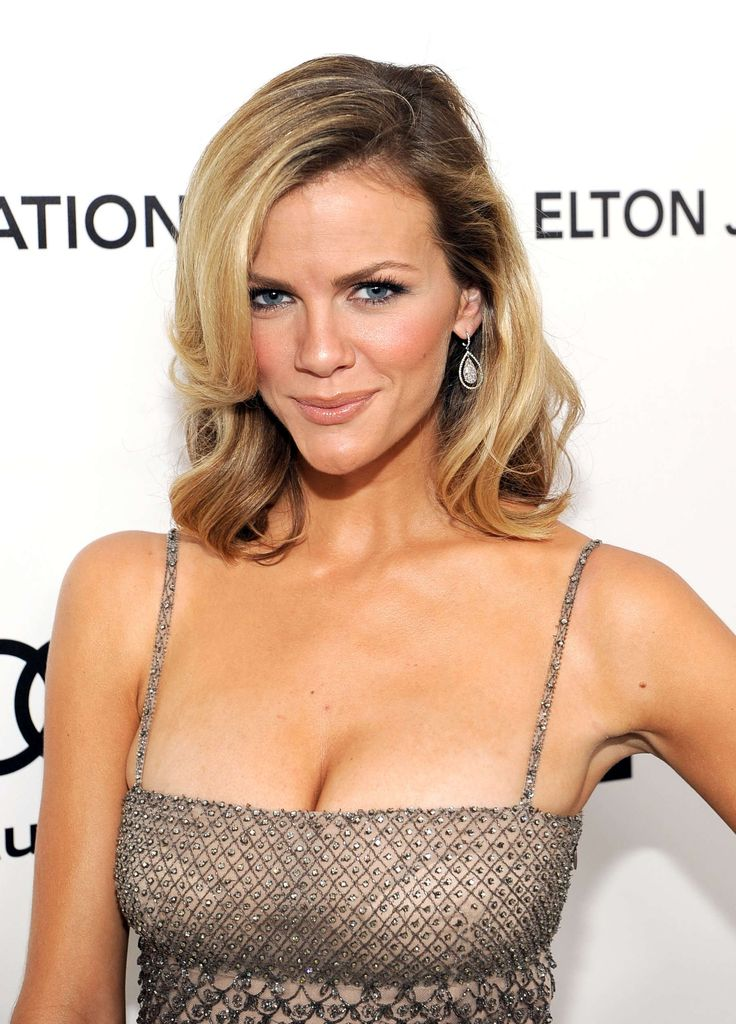 Brooklyn Decker Measurements are such that she is the proud owner of an amazing hourglass body. She is a hot American model with a striking body.  #BrooklynDeckerMeasurements #BrooklynDecker #heightweightfeet
