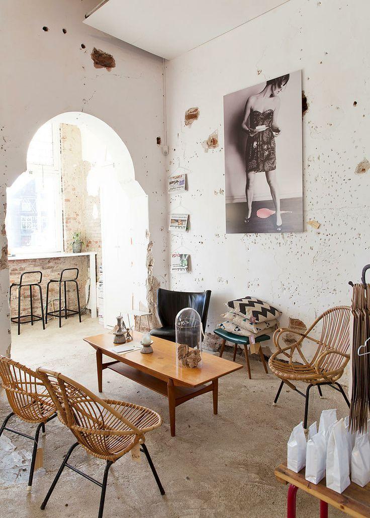 rustiq interior, vintage but also clean feel #white #rotan #vintage