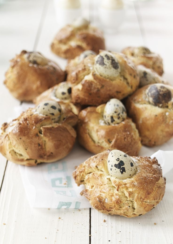 Broodjes met kwartelei en munt http://www.njam.tv/recepten/broodjes-met-kwartelei-munt