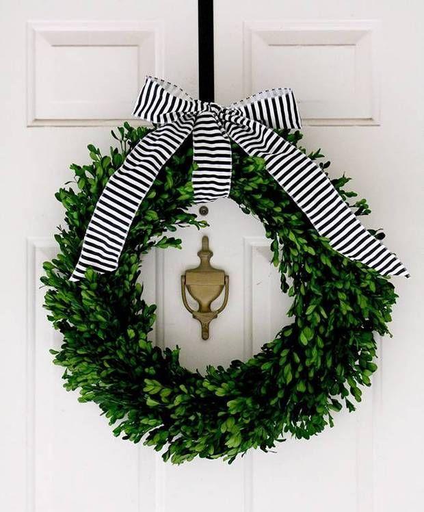 holiday wreath ideas white door with wreath with bow #flatlay #flatlays #flatlayapp www.flat-lay.com