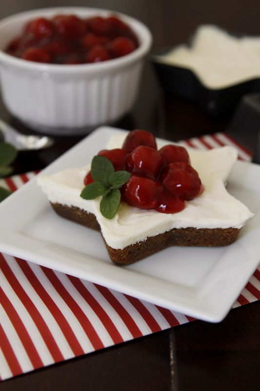 Gingerbread Cookie Cheesecake . .