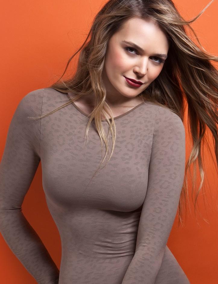 €29.95  Sexy Langarmshirt aus weicher Mikrofaser.  Perfekte Passform, keine Seitennaht.  Einheitsgrösse: XS - S - M  80 % Multimikrofaser, 20 % Spandex