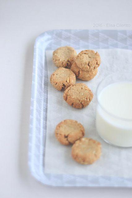 Breakfast at lizzy's: biscotti speziati, con farina di segale e fiocchi d'avena
