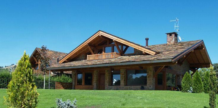 Casa rustica con madera casas pinterest for Planos de casas de campo rusticas
