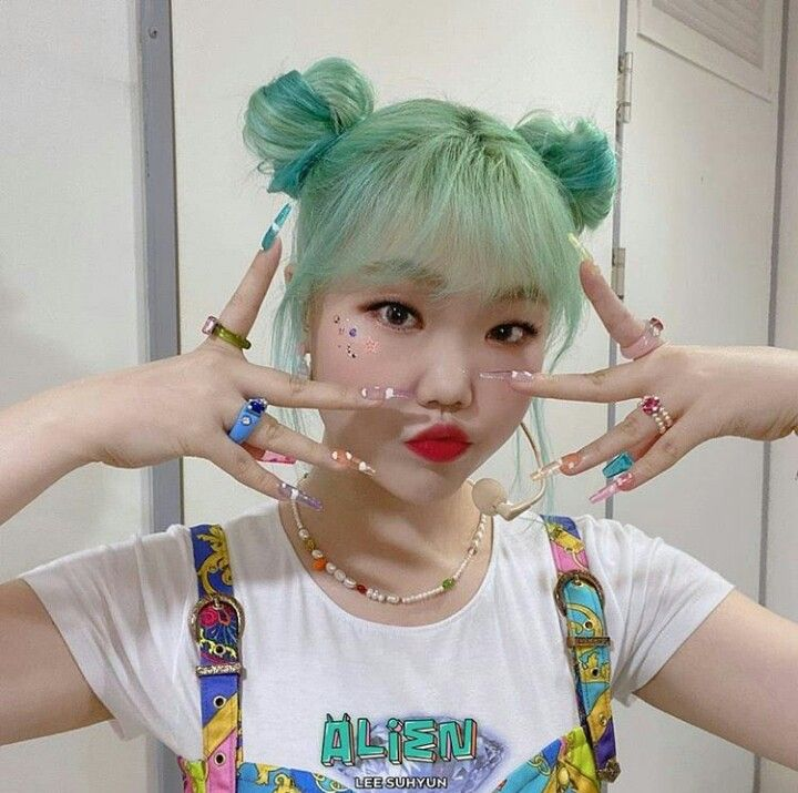 Suhyun Beauty Lee Akdong Musician