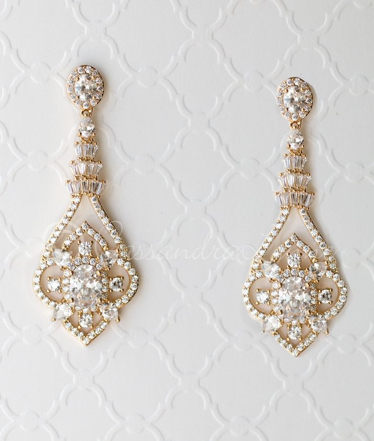 Beautifully styled with vintage flair, these bridal earrings are designed with tapered baguettes, oval cut and pear cut jewels. A radiant design for weddings, h