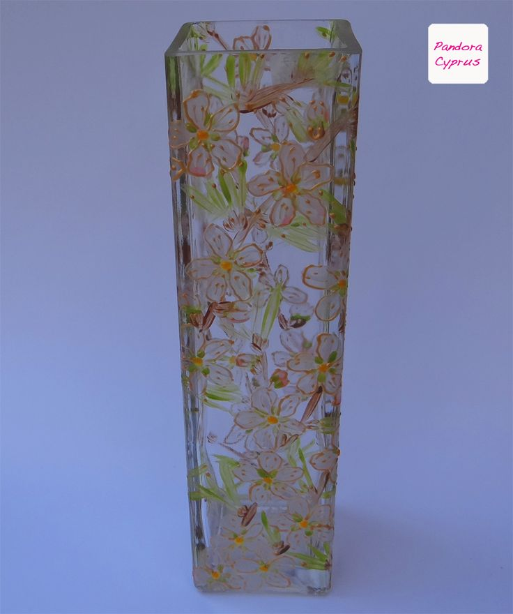 Beautiful vase ideal for single flower display.