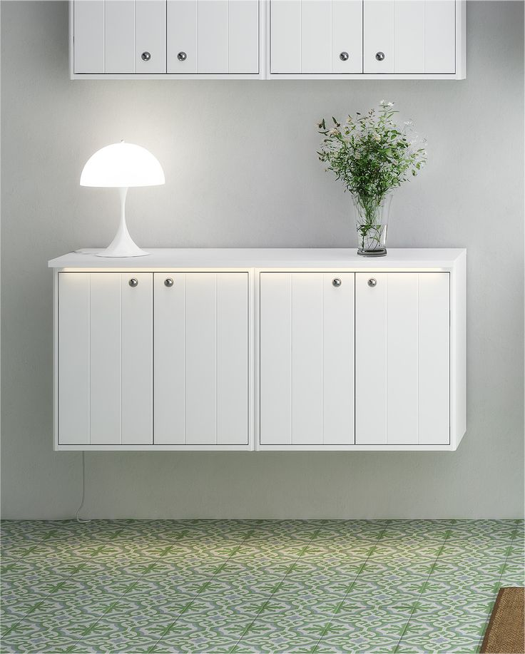 Badrumsförvaring från Graphoc. Kan kombineras med Graphic väggskåp och högskåpsmoduler.