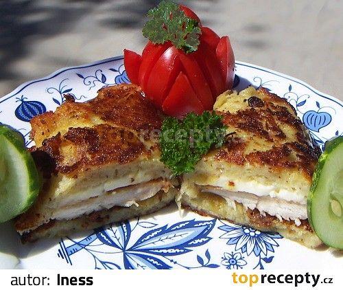 Bramborák s kuřecím masem a sýrem Kuřecí prsa překrojíme podélně na půl. Osolíme, opepříme a osmažíme na oleji do růžova. Během smažení oloupeme brambory, nastrouháme polovinu...