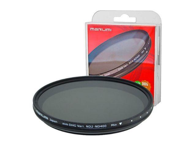 Marumi Grijs Variabel Filter DHG ND2-ND400 72 mm  Het Marumi Filter DHG ND2-ND400 is een variabel grijsfilter met een diameter van 72 mm. Grijsfilters bestaan in diverse sterktes bijvoorbeeld ND2 (1 stop) ND4 (2 stops) ND8 (3 stops) et cetera. De variabele ND-filters van Marumi bestaan uit twee polarisatiefilters die over elkaar heen kunnen draaien waardoor de mate van lichtdemping kan worden geregeld. Een enkel variabel ND-filter kan dus een reeks van vaste ND-filters vervangen waarmee het…