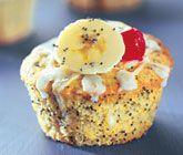 Recept på mumsiga muffins med banan och vallmofrö. Bananmuffins gör du av bland…