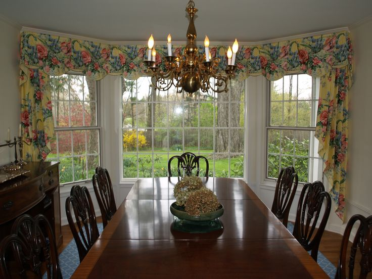 Scalloped Valance With Side Cascades In A Yellow Floral Expertly Fitted In  This Dining Room Bay