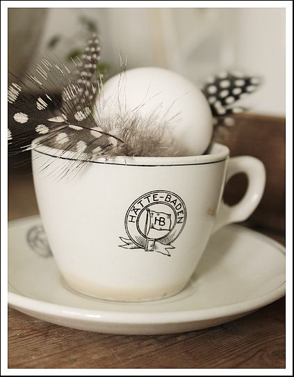 beautiful details: Vintage House, Good Life, Place Cards, Hen Feathers, Feathers Whtie, Nest Feathers, Script, Details Feathers Love
