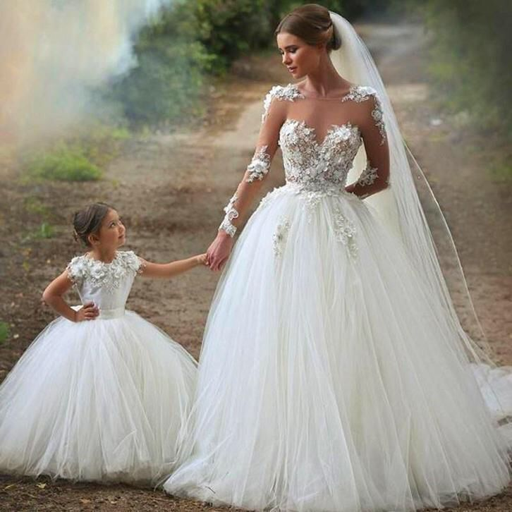 Moeder en dochter trouwjurk op maat gelijke mini bruidsjurk
