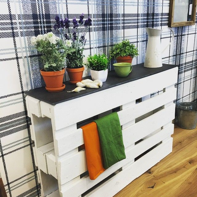 side board made from reused white washed pallets upcycling with pallets pinterest. Black Bedroom Furniture Sets. Home Design Ideas