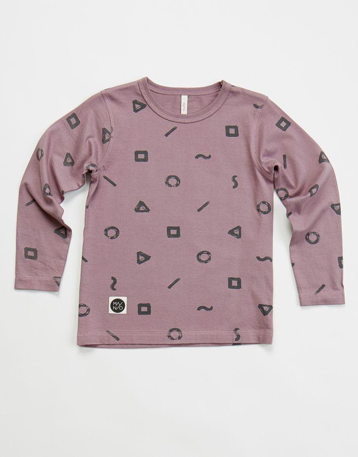 Μπλούζα σε μοβ χρώμα με τυπωμένα σχέδια.  Από οργανικό βαμβάκι.  Κατασκευή: Φινλανδία