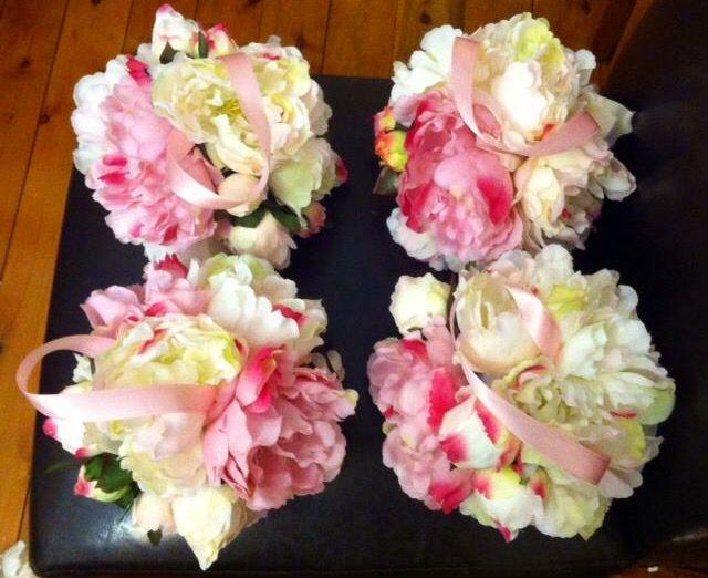 Flower girls' flower balls.