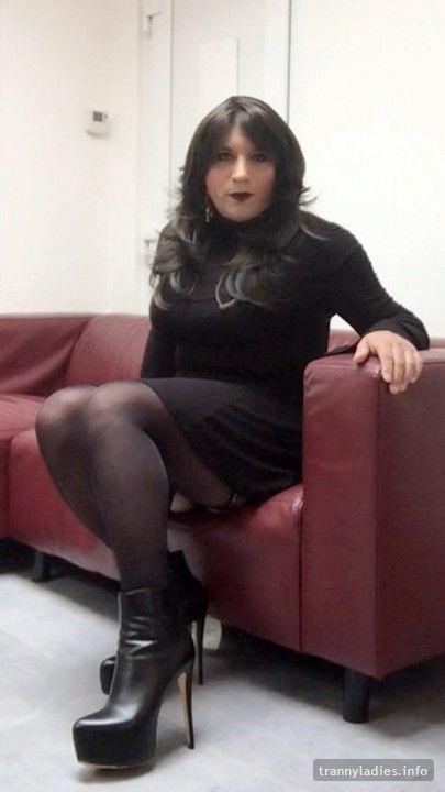 Nikki has great legs and great taste for high heels  More photos at https://www.trannyladies.info/en/NikkiJoanna