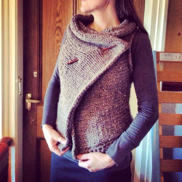 A Rather Rustic Shrug. {pattern} | Alice's Adventures in Knittingland